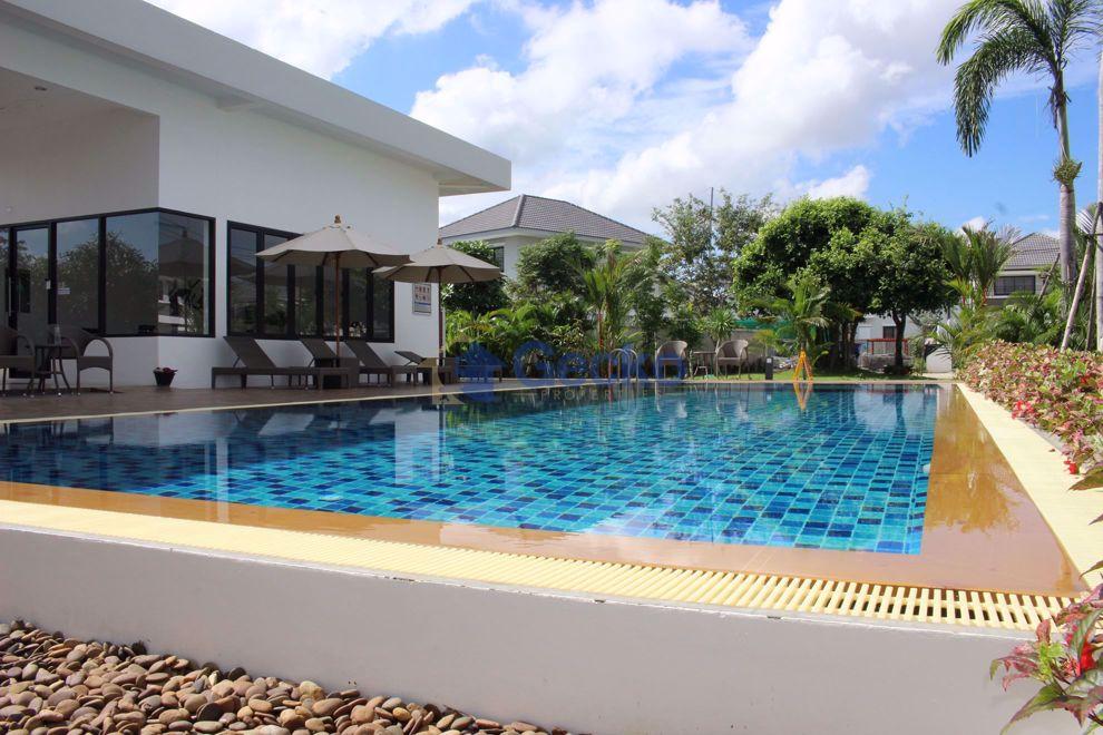 图片 Uraiwan Grand Villa