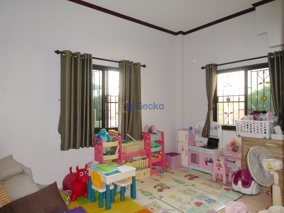 Picture of 6 Bedrooms bed in House in Bang Saray H008949