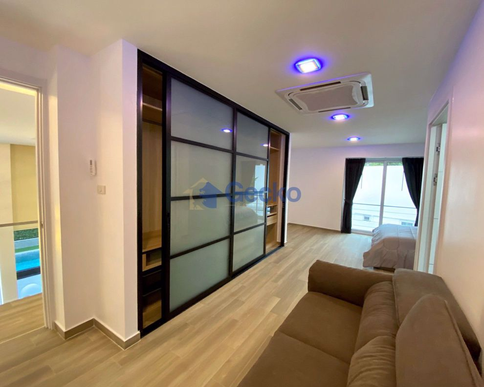 Picture of 6 Bedrooms bed in House in Pratumnak H008976