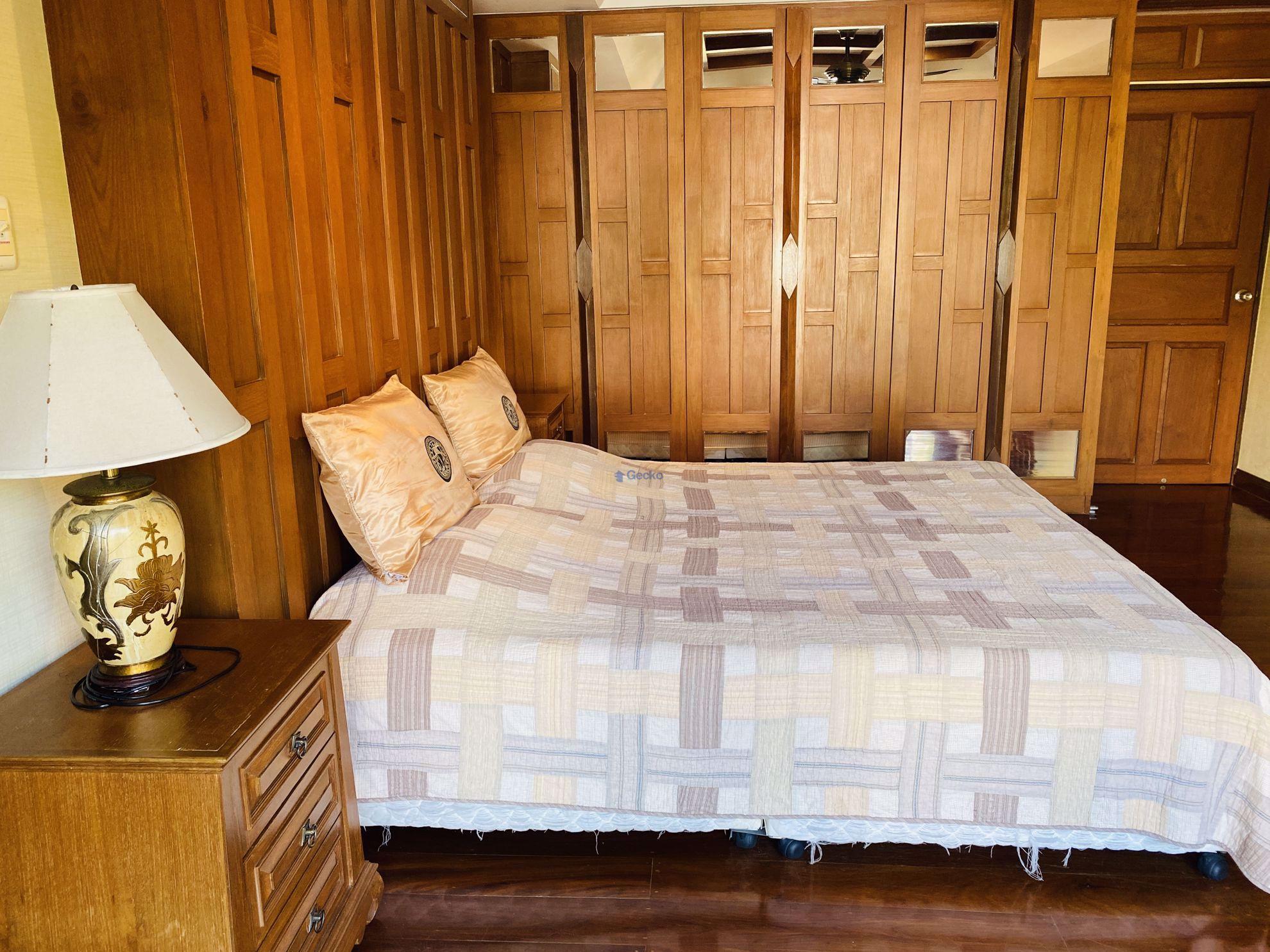 รูปภาพ 4  Bedrooms bed in House in Dharavadi Village in Na Jomtien H008979
