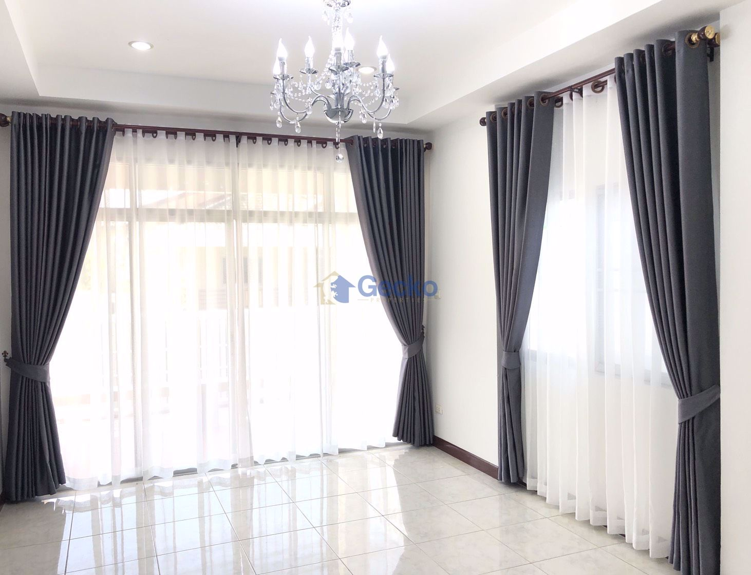 Picture of 2 Bedrooms bed in House in Baan Pannathon 3  in East Pattaya H009007
