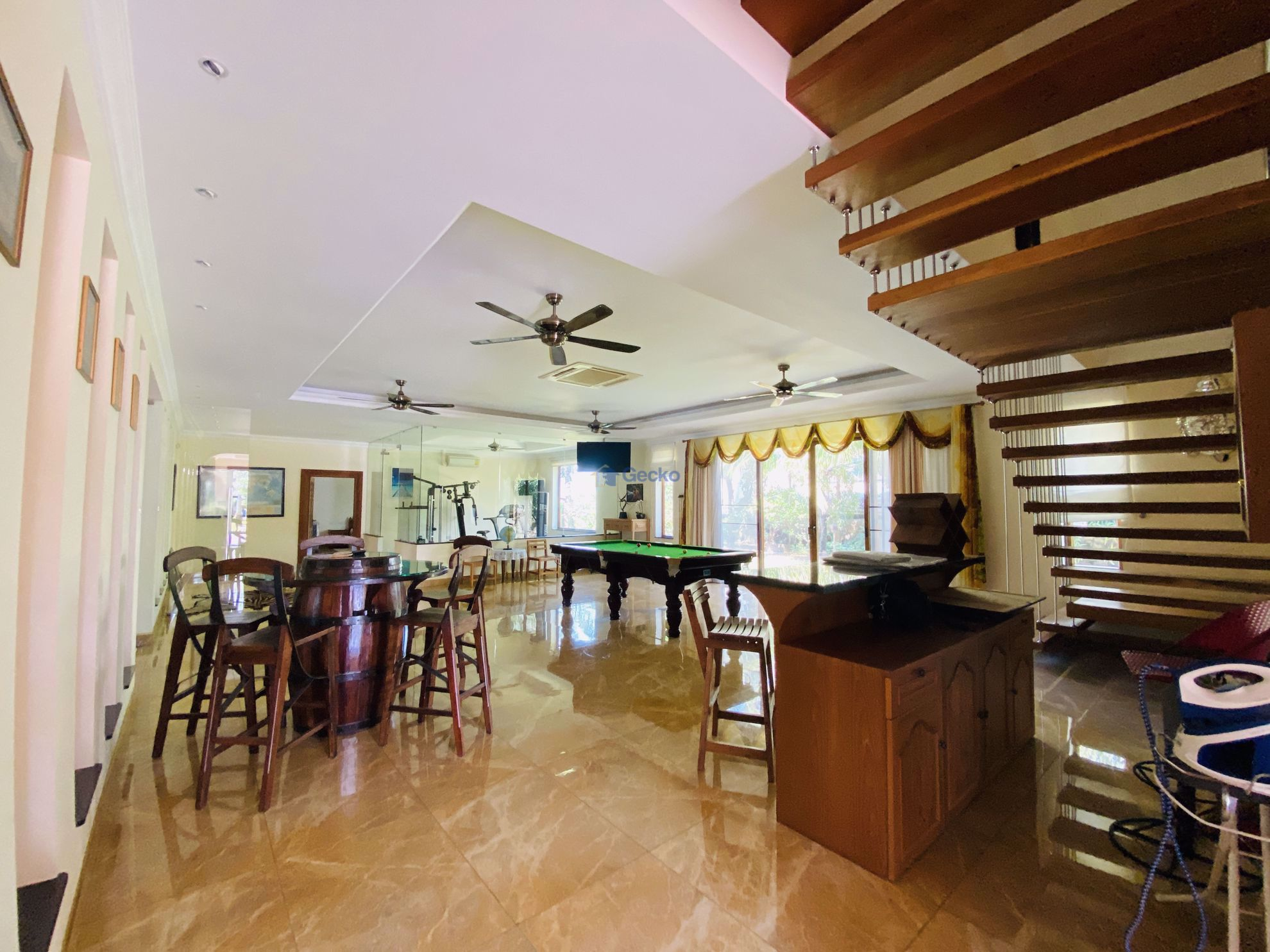 Picture of 4  Bedrooms bed in House in East Pattaya H009052