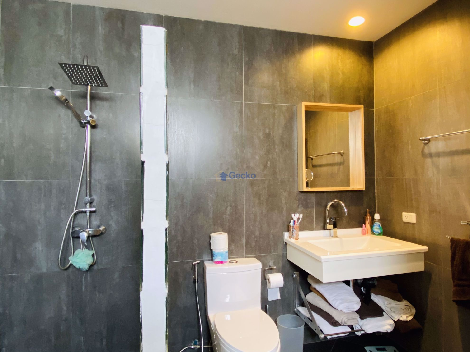 Picture of 3 Bedrooms bed in House in The Meadows in East Pattaya H009094