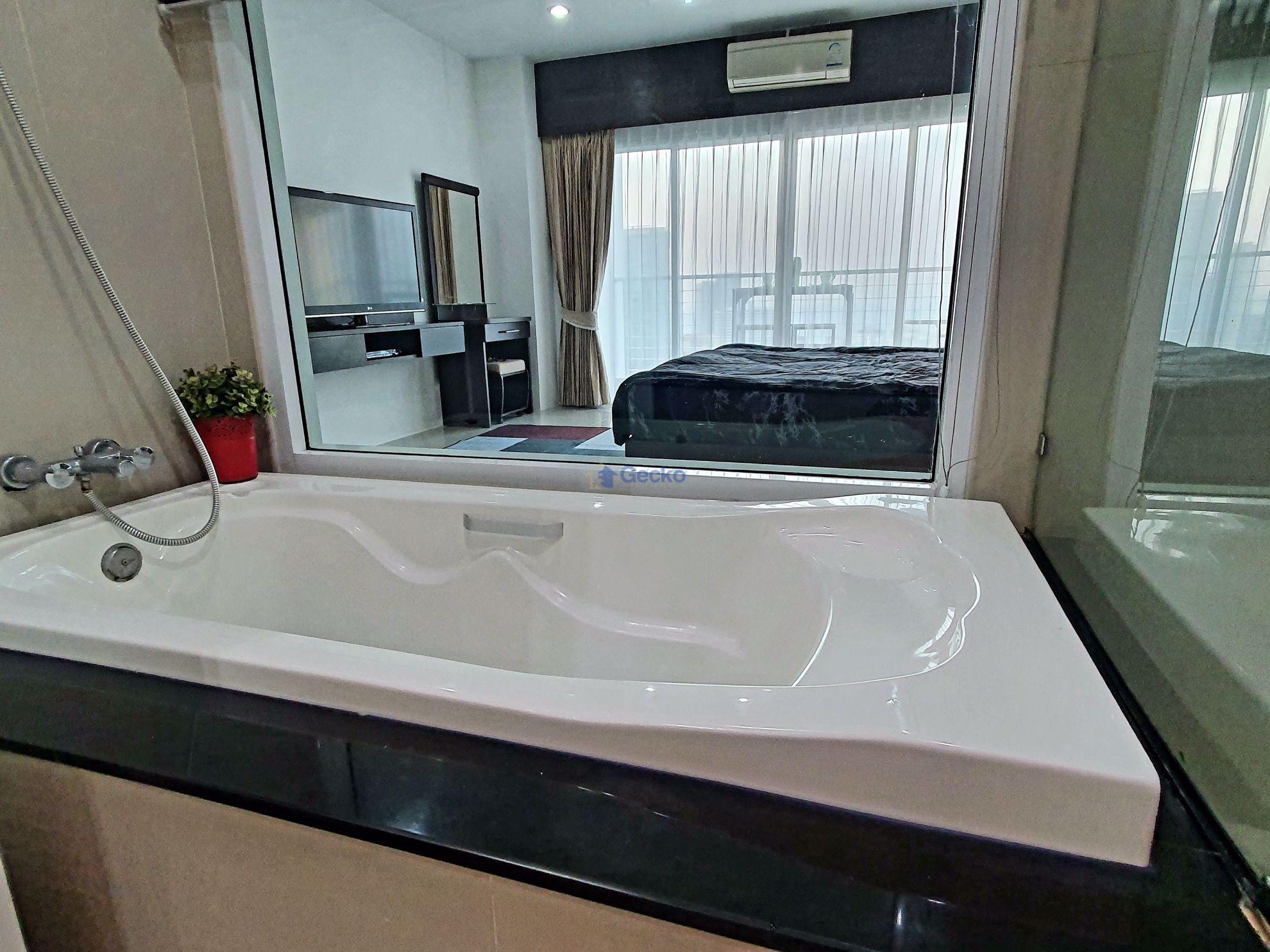 Picture of 1  Bedroom bed in Condo in AD Condo Hyatt in Wongamat C009097