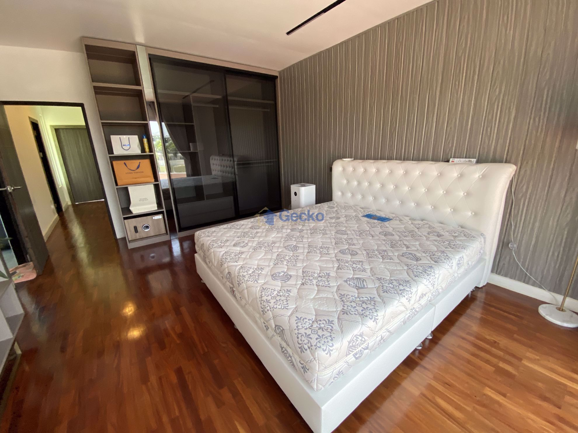 Picture of 4  Bedrooms bed in House in Phoenix Golf Course in Huay Yai H009178