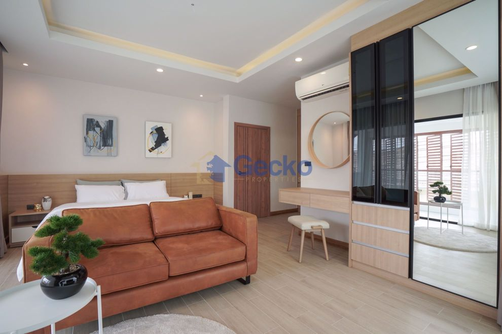 Picture of 4  Bedrooms bed in House in Wanthip 2 in East Pattaya H009192