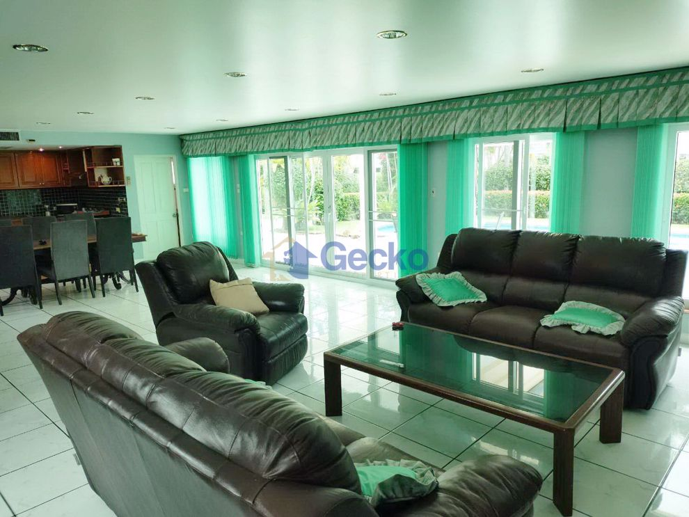 Picture of 3 Bedrooms bed in House in Coconut Valley in East Pattaya H008982