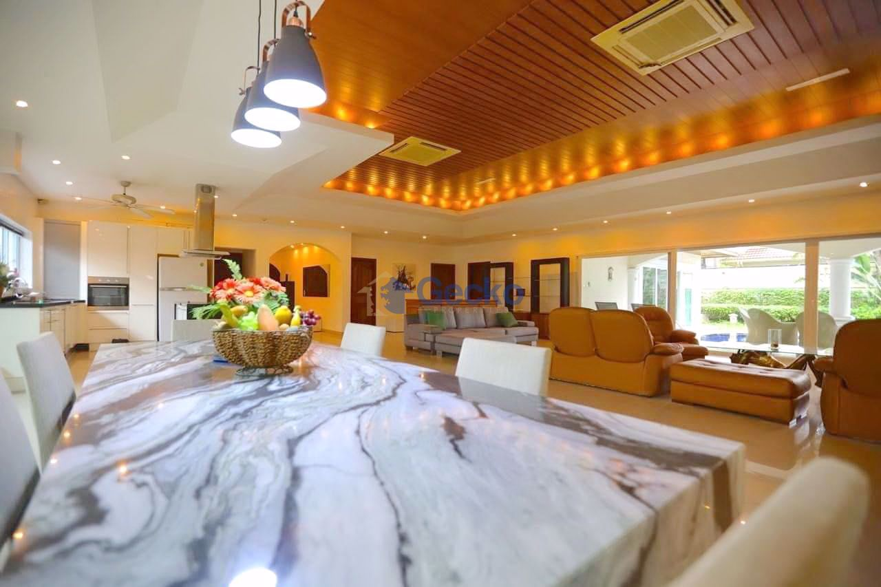 Picture of 6 Bedrooms bed in House in Jomtien Park Villas in Jomtien H009236