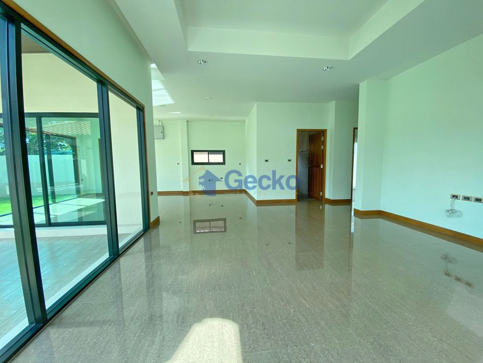 Picture of 3 Bedrooms bed in House in Baan Balina 3 in Huay Yai H009241