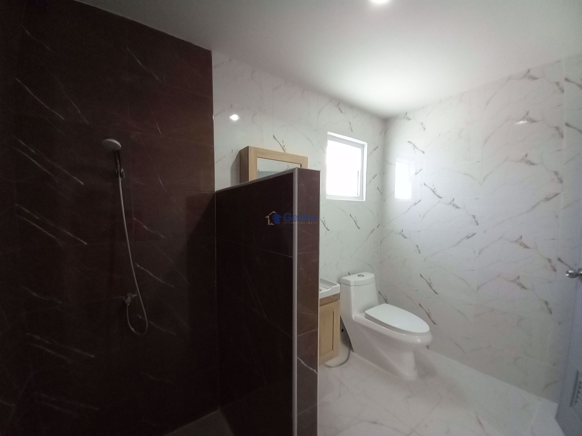 Picture of 3 Bedrooms bed in House in East Pattaya H009251