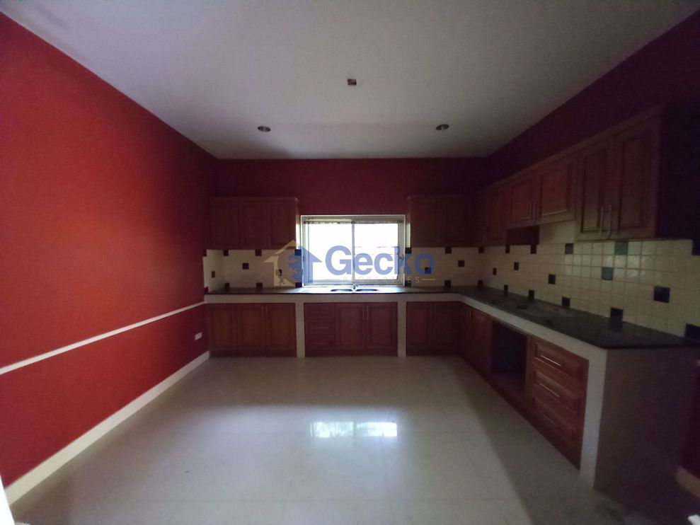 Picture of 5  Bedrooms bed in House in Grand Valley Resort in East Pattaya H009255