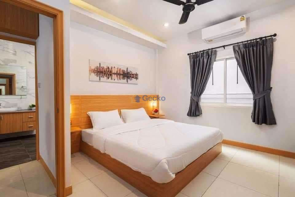 Picture of 4  Bedrooms bed in House in Suksabai Villa in South Pattaya H009273