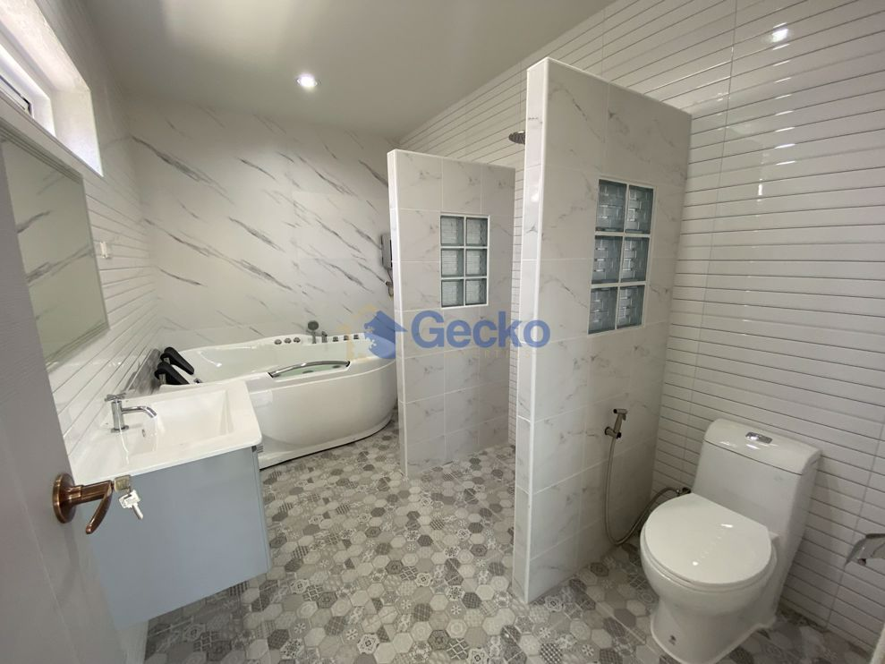 Picture of 3 Bedrooms House in Manee Ville  East Pattaya H009371