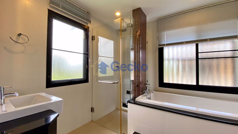 Picture of 4 Bedrooms House in Horseshoe Point, The Village  East Pattaya H009385