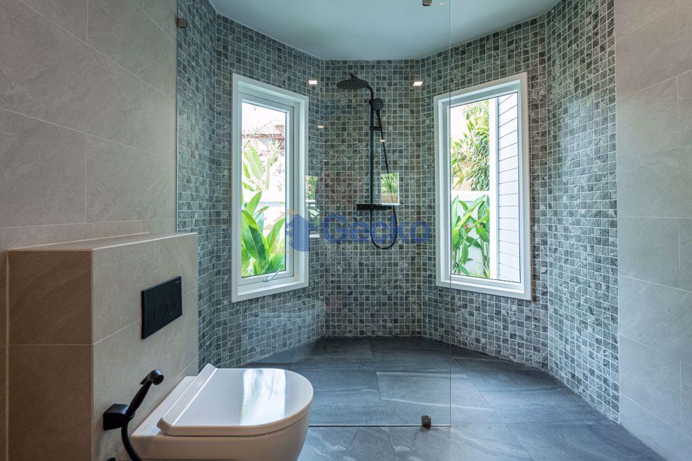 รูปภาพ 5 Bedrooms House เข้า Chateaudale Thai Bali Villa  Jomtien H009421