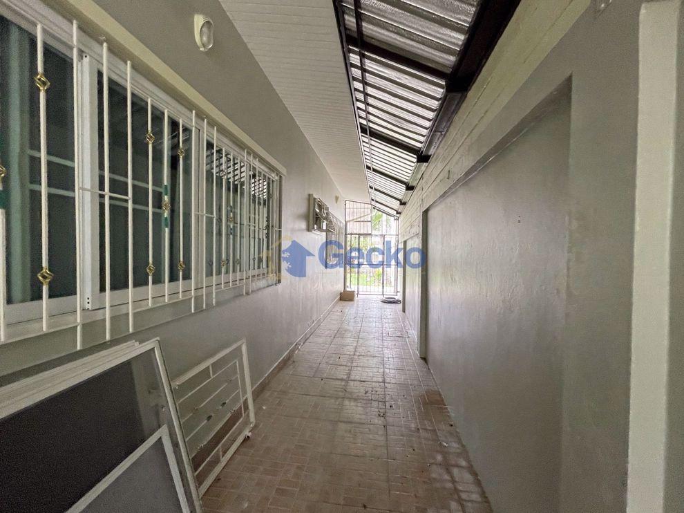 รูปภาพ 3 ห้องนอน บ้าน in SP Village 5  พัทยาตะวันออก H009554