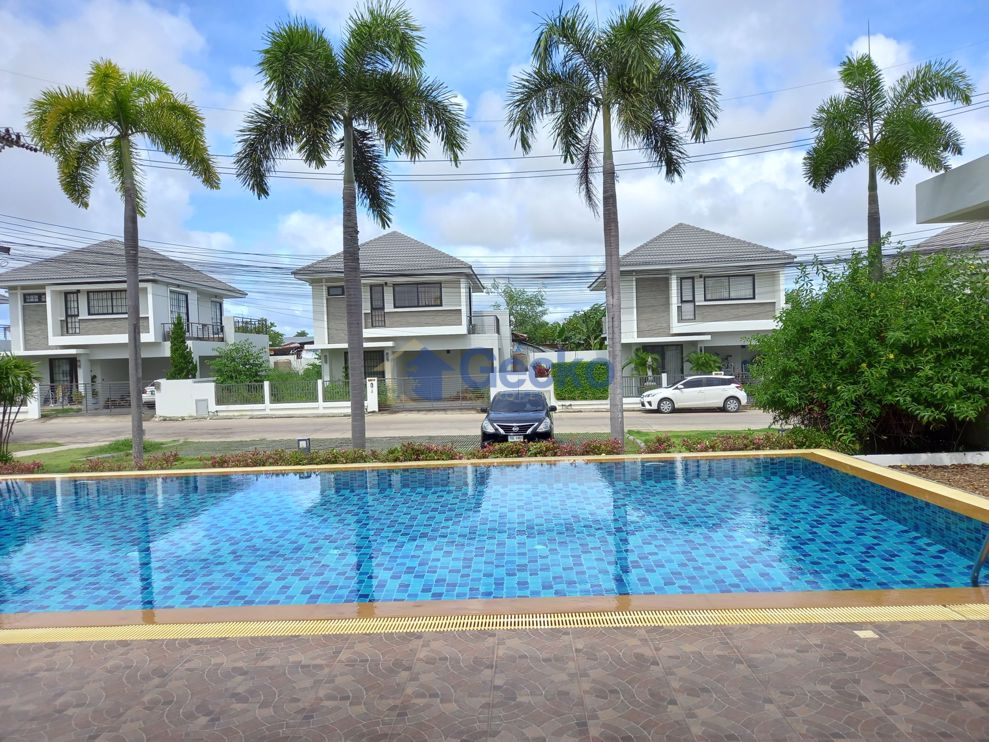 Picture of 3 Bedrooms House in Uraiwan Grand Villa  East Pattaya H009582